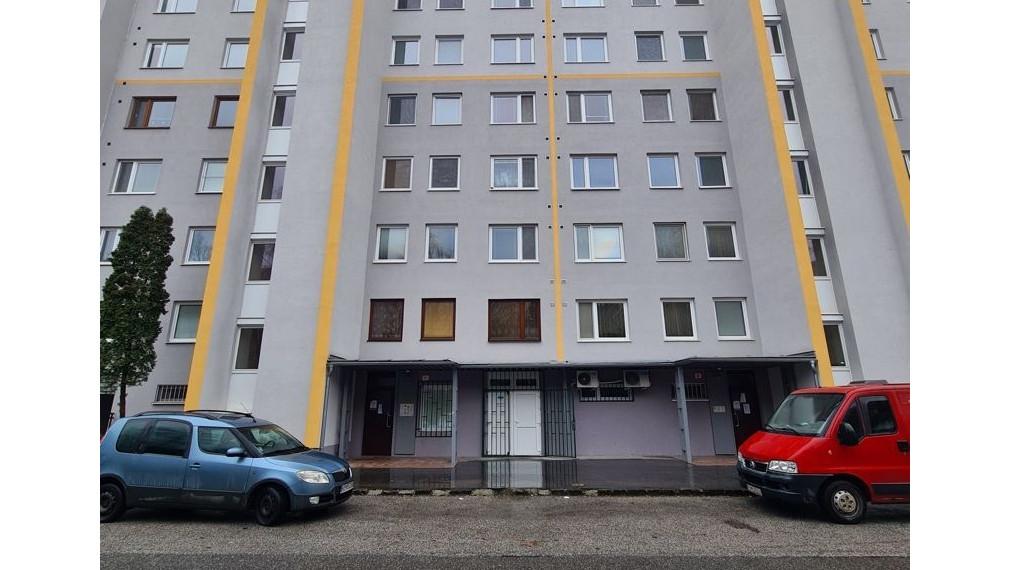 4 izbový byt 82 m2, 8/8 p., lóggia, Budapeštianska ul., Košice - Sever, sídlisko Nové Ťahanovce